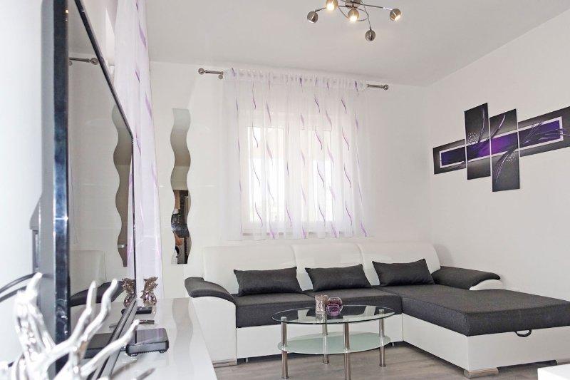 Brand new apartment - Karavona 2, vacation rental in Bol