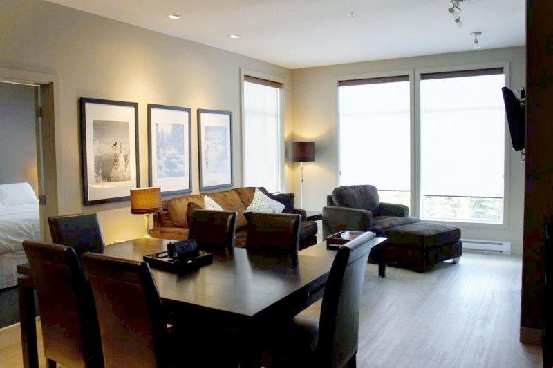 Das Open-Konzept Layout der Wohnung ist perfekt für Unterhaltung.