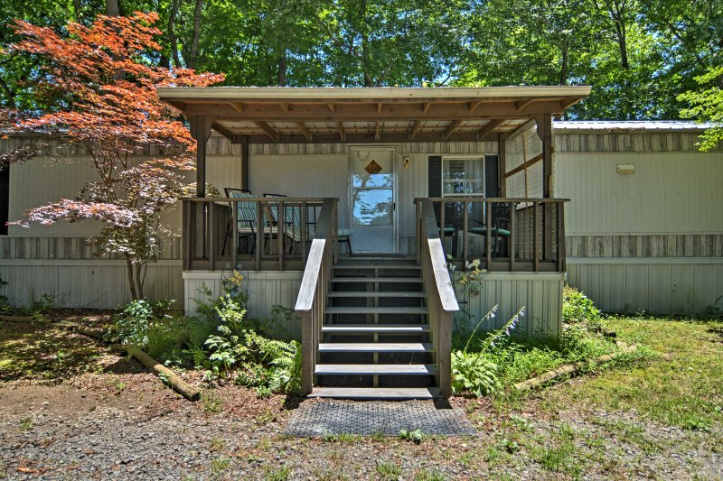 Discover Little Red River at this waterfront, 2-bedroom, 2-bathroom vacation rental home.