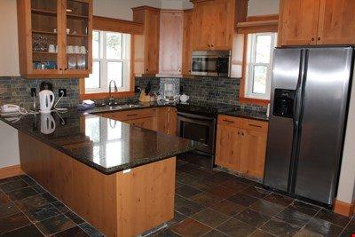Cocine las comidas en la cocina totalmente equipada, con electrodomésticos modernos.