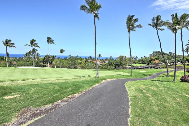 Relax in paradise when you book this 2BR, 2-bath condo located on a golf course.