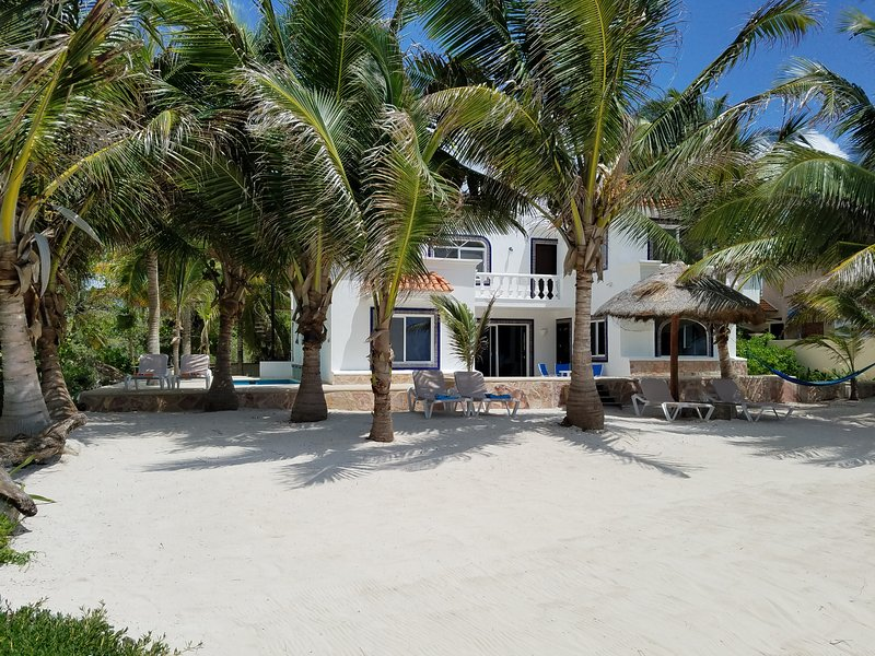 CASA CARACOL'S BEACHFRONT WITH A SANDY BEACH LEADS TO THE MESOAMERICAN BARRIER REEF!