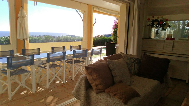 CHAMBRE D HOTES FAMILIALE VUE MER PISCINE GOLF, holiday rental in Sainte-Maxime