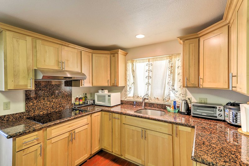This 2-bed, 2-bath Honolulu home provides an unforgettable island experience!