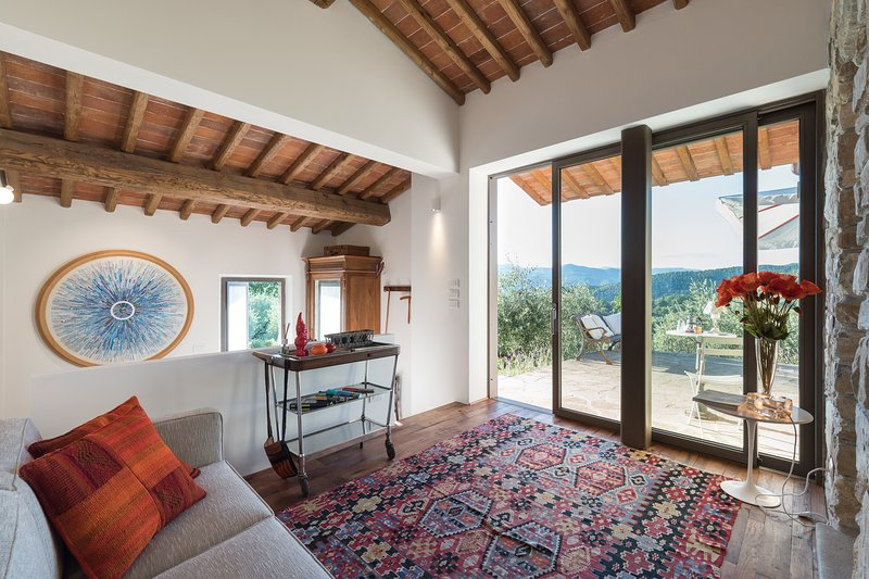 The MOONLIT & SUNNY COTTAGE in an olive grove close to Florence in Tuscany, vacation rental in Province of Prato
