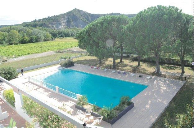 pool 25 m long