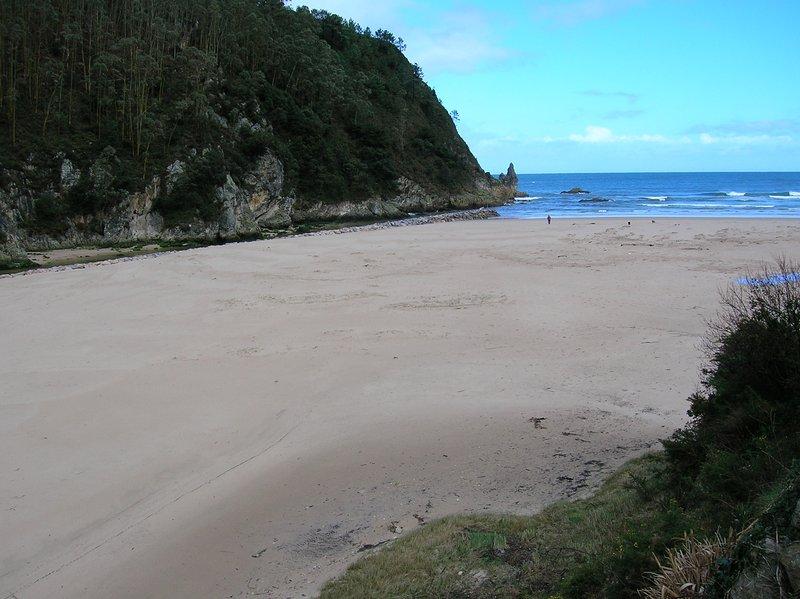 La Franca. 'Rio Cabra' 1 habitacion. A 5 minutos a pie de la playa., vacation rental in Buelna