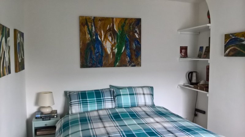 Room in private house,breakfast included., holiday rental in Hale