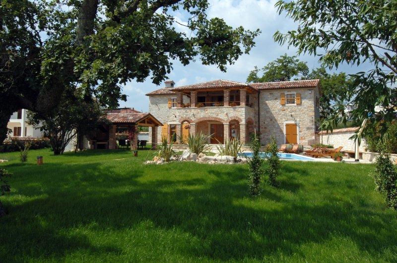 Villa Hiza nona Graziela, aluguéis de temporada em Fabci