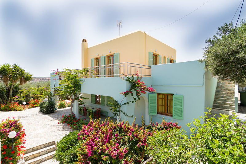 Traditional Villa Close To The Beach, location de vacances à Kato Gouves