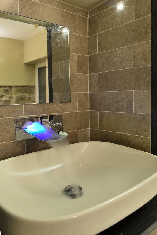 lavabo con cromoterapia