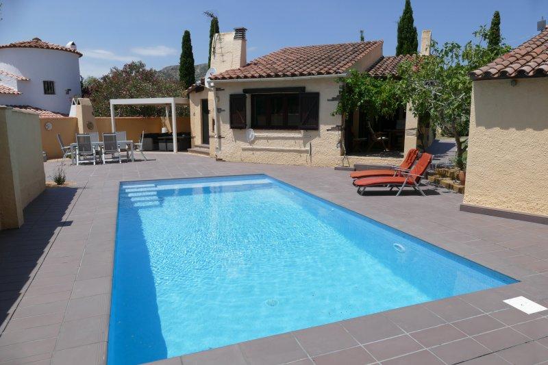 Villa França con piscina privada & 3 dormitorios!, aluguéis de temporada em L'Estartit