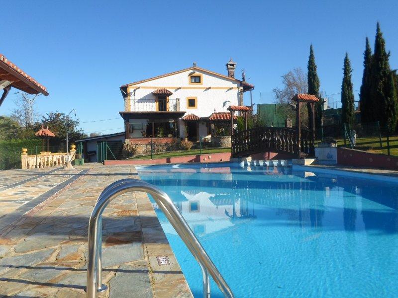 Piscina, Piscina infantil, Jardín, Porche cubierto, Barbacoa,  Tenis, Wi-Fi, vacation rental in Castaneda