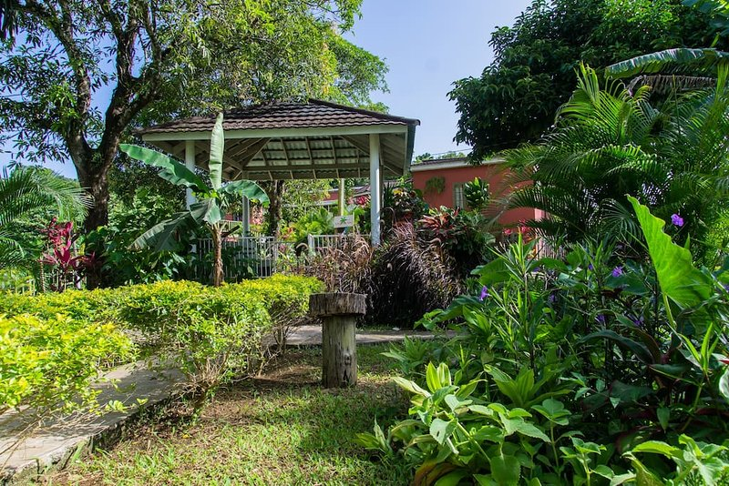 Sinopia Inn, holiday rental in Long Bay