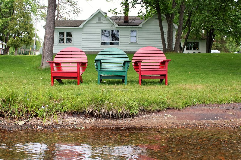 sentarse junto al lago