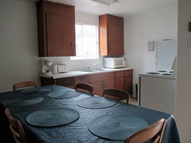 gran mesa de la cocina para comer
