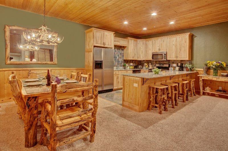 Grande cucina aperta e sala da pranzo