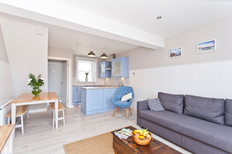 Seaside Cottage with panoramic sea views., holiday rental in Bournemouth