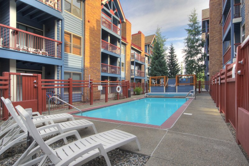 2Br/2Ba Retreat - Stroll to Winter Fun + Downtown Breck, vacation rental in Breckenridge