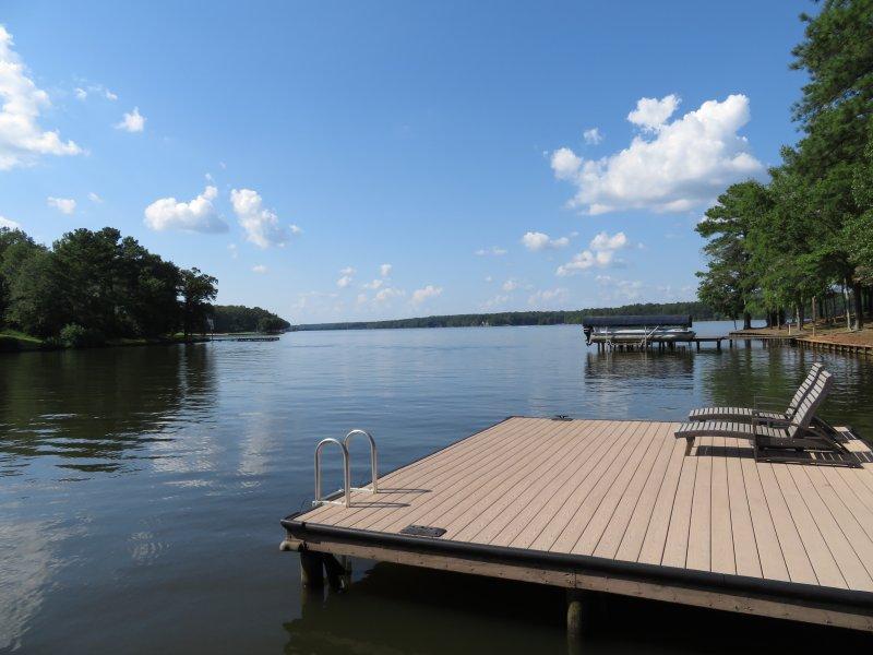 Composite docka yta och den maximala storleken dockan tillåten på Lake Oconee. Djupt vatten! Vy!