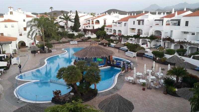 Luftaufnahme des Poolbereichs (renoviert im Mai 2019, neue Fotos ausstehend) ...