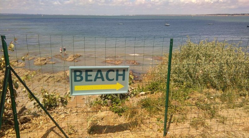 Seafront House, sea view & private beach access, vacation rental in Tharon-Plage