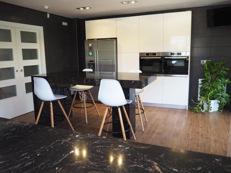 ITACA cozinha é moderna e bem equipada.
