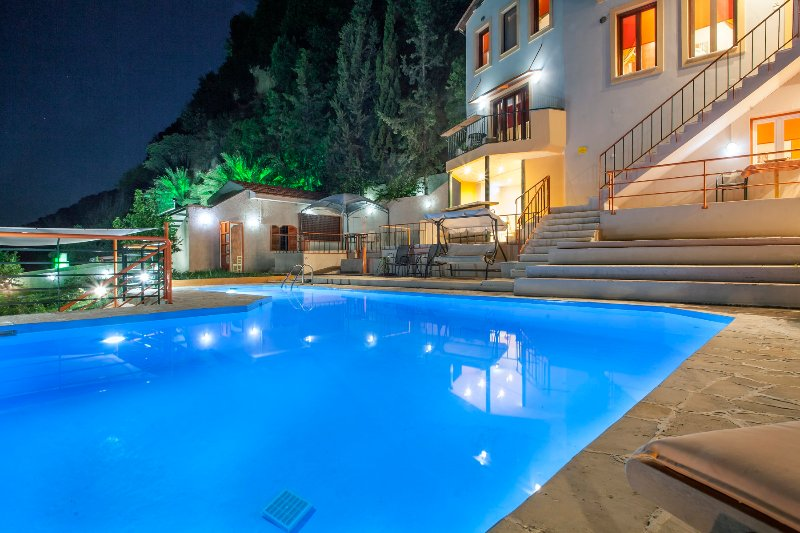 piscina privada de la villa de Kleopatra