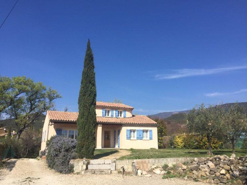 Maison du mûrier - ruscello, cascata, 2000 metri di terreno, garage doppio, Ferienwohnung in Roche-Saint-Secret-Beconne