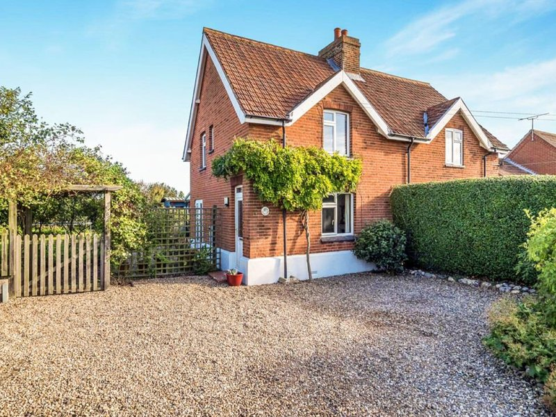 Beautiful coastal cottage on the champagne coast near Cromer, vacation rental in Southrepps