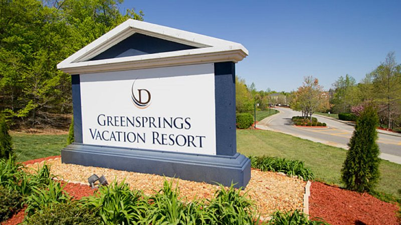 4 BDRM- SLEEPS 12- 4 BATHRMS- 2 KITCHENS- GREENSPRINGS RESORT- IN/OUTDOOR POOLS, holiday rental in Williamsburg