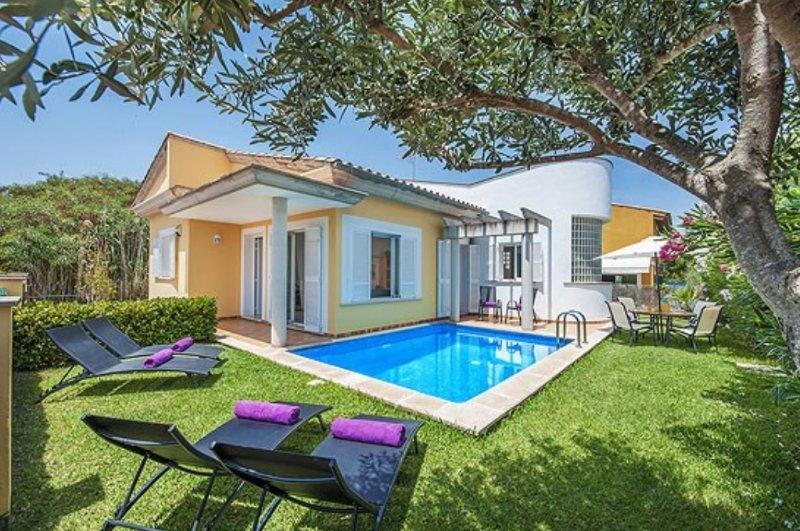 VILLA ESTEL. CHALET CON PISCINA. Nº REGISTRO ET/2629, vacation rental in Alcudia