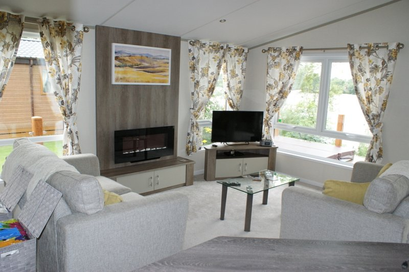 Living room with double bed settee & smart tv, dvd player,Wii