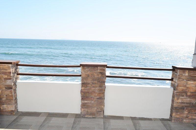 Amazing Ocean Front Eco-House!, vacation rental in Ensenada