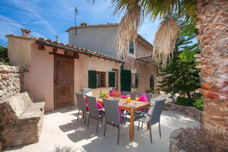 CAN SUCRE - Chalet for 6 people in Soller, holiday rental in Llucalcari