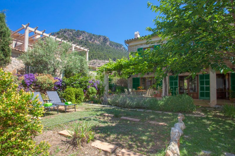 EREMUS - Chalet for 6 people in VALLDEMOSSA, vacation rental in Bunyola