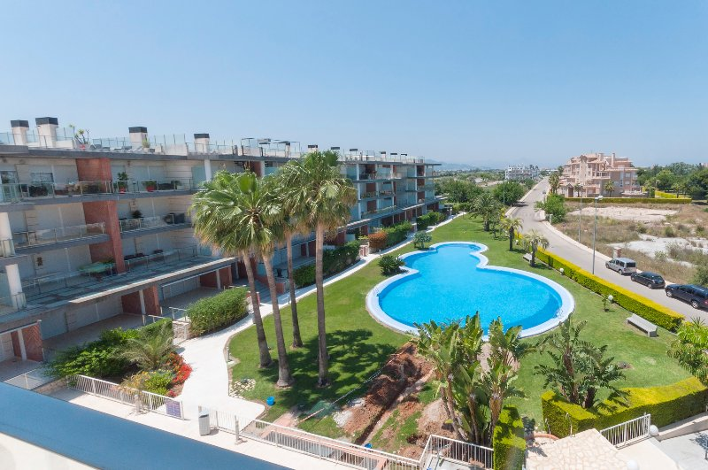 POEMA - Apartment for 4 people in OLIVA NOVA, holiday rental in Oliva