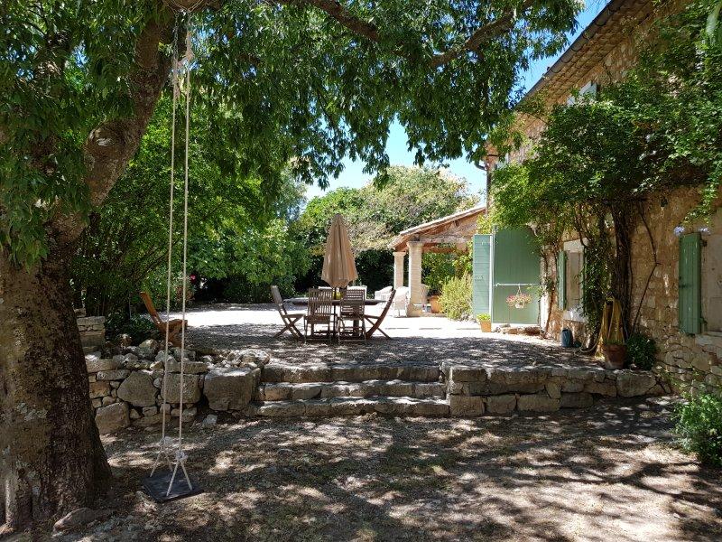 Granja - Frente de la casa, fuera de la mesa, terraza