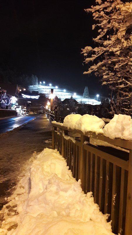 the Loyers piste opposite the apartment offers nighttime skiing if you have extra energy!