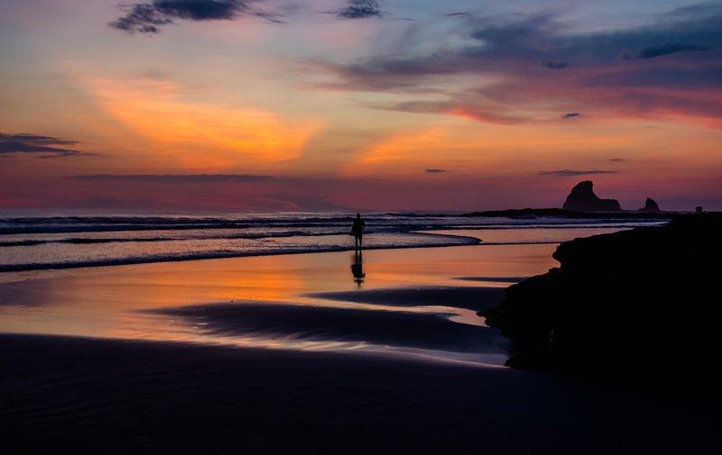 Disfrutar de la puesta de sol en Playa Maderas