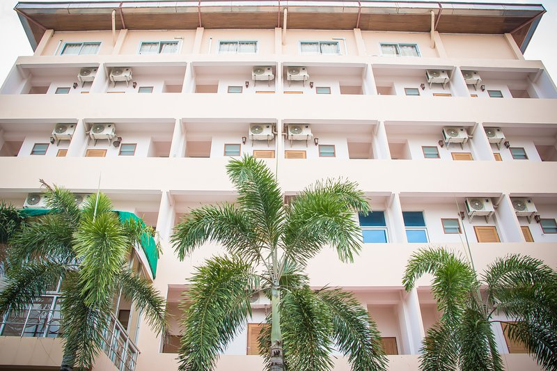 Large Apartment in the heart of Ban Chang!, vacation rental in Ban Chang