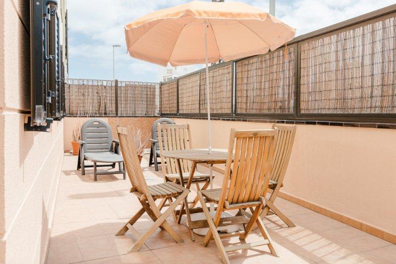 Adosado de 3 dormitorios con terraza y vistas al mar, vacation rental in El Medano