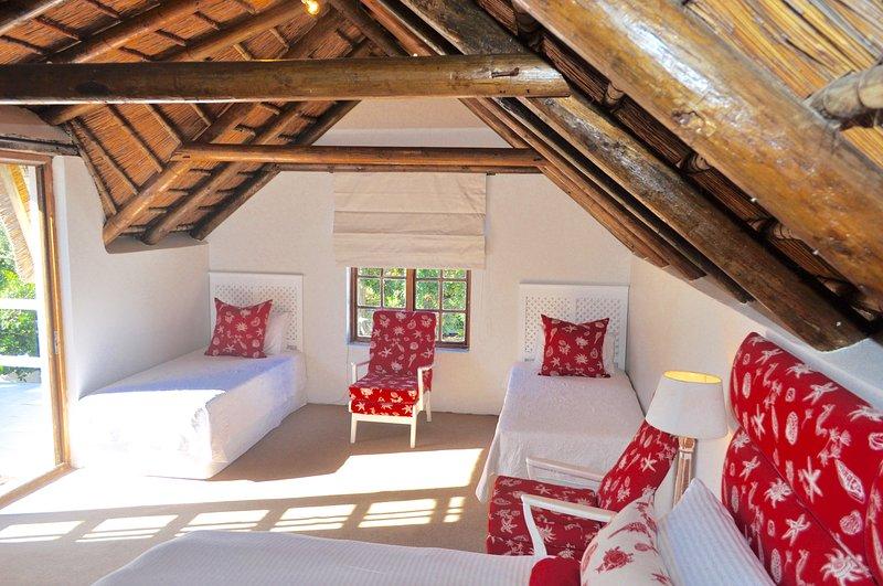 Roof Top Cottage (Open plan unit with en-suite bathroom (shower)