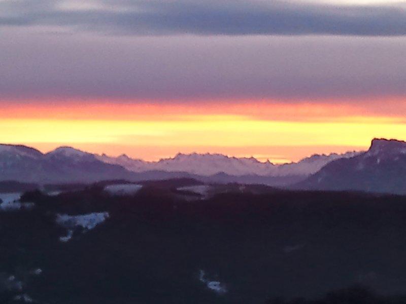 vista de la cabaña al amanecer