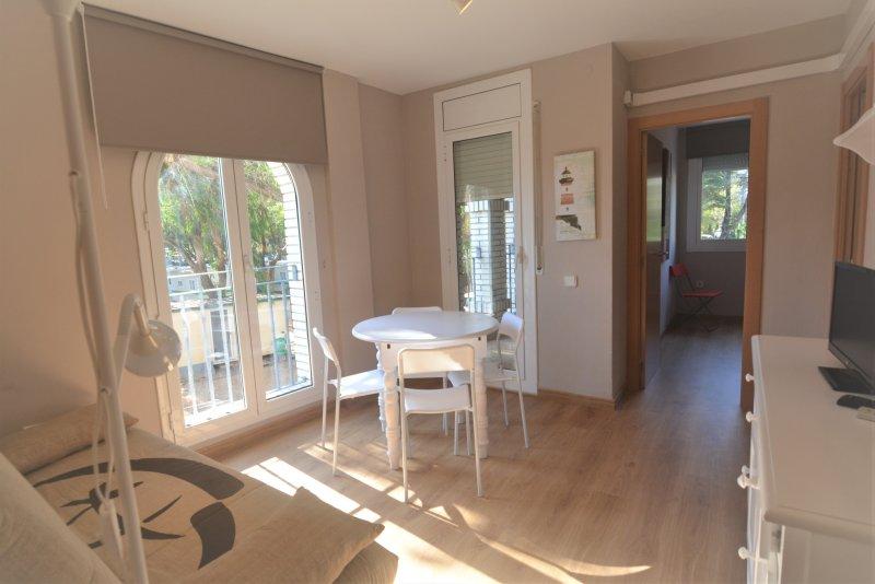 Apartamento en coma-ruga a 30 mts de la playa ,Wifi y smart tv, vacation rental in Coma Ruga