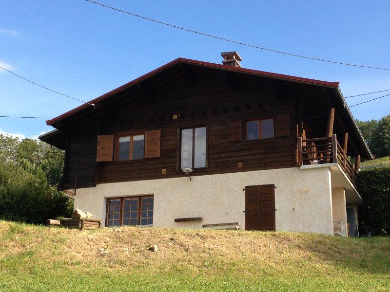 Perfect chalet l'Intervalle with jacuzzi, terrace near ski Mont Blanc for max 8, aluguéis de temporada em Saint-Nicolas-de-Veroce