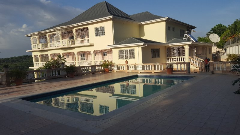 JAMAICA HILLTOP PARADISE  (YOUR CASTLE AWAITS YOU), vacation rental in Runaway Bay