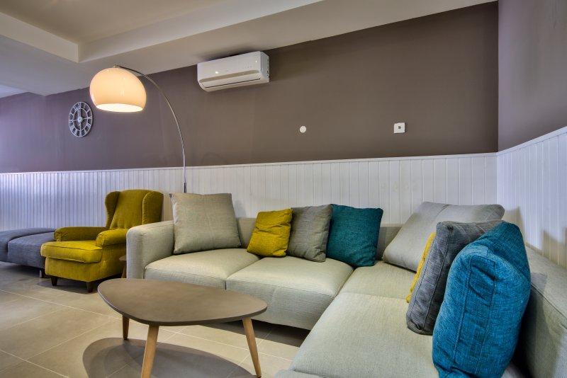 Exclusive 4-bedroom 4-bathroom Sliema House, vacation rental in Mqabba