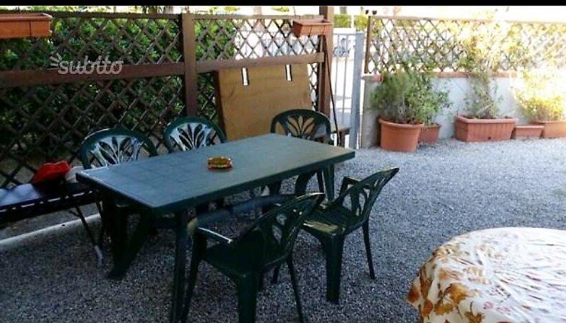 VADA (LI) ZONA RESIDENZIALE A 300 MT DAL MARE 6/8 POSTI LETTO, holiday rental in Malandrone