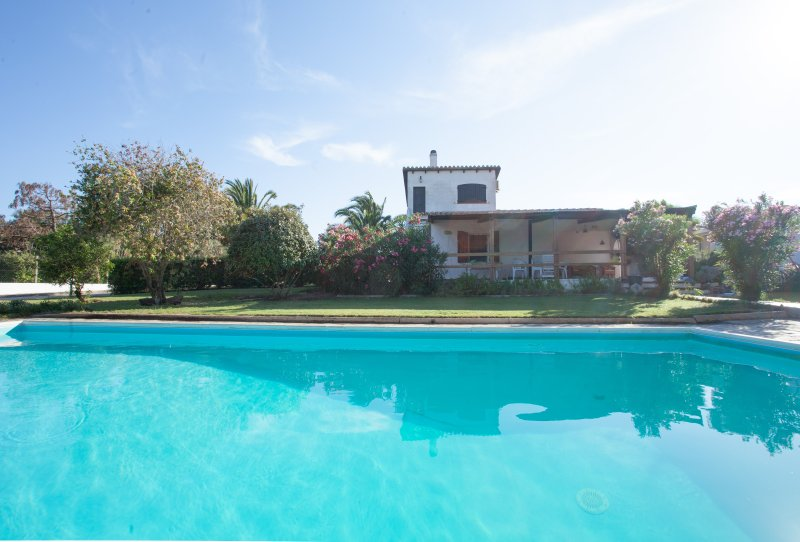 Villa Paolina pool garden and large shady patio., holiday rental in Isola di Sant Antioco